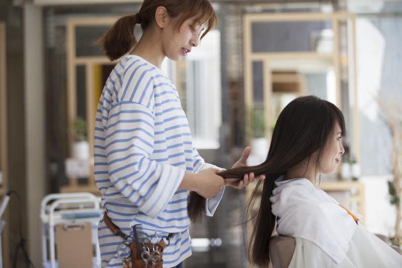 美容師の仕事内容・なり方・給料・資格など | 職業情報サイト キャリア ...