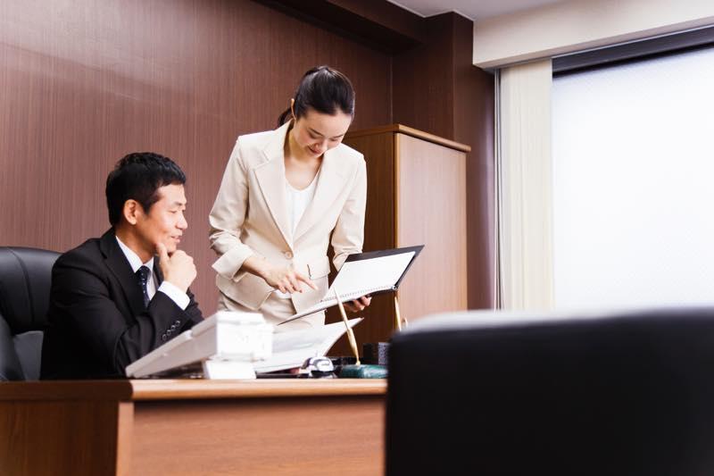 議員秘書の仕事内容・なり方・給料・資格など   職業情報サイト ...