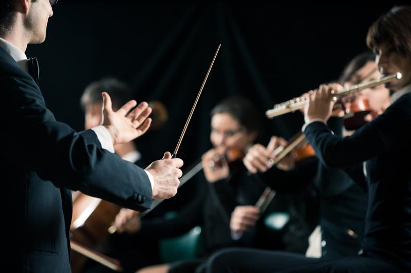 指揮者の仕事内容・なり方・給料・資格など | 職業情報サイト キャリア ...