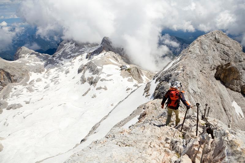 登山家の仕事内容・なり方・給料・資格など | 職業情報サイト キャリア ...